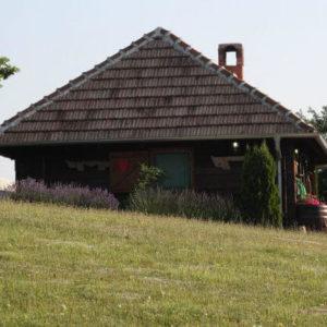 """Кућа """"Три храста"""" – Горњи Милановац"""